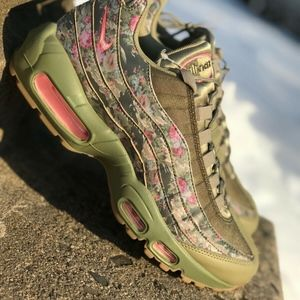 Nike Air Max 95 WMNS Running Shoe Olive Multi Sz